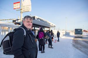 Lokföraren Håkan Hennerfors övernattade i Bollnäs i jobbet – och fick svårt att ta sig härifrån under onsdagsmorgonen.