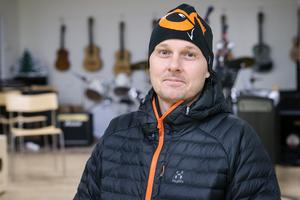 Mattias Tillander, som har två barn på Vågbroskolan, menar att det är viktigt att ha all fakta klar för sig innan man börjar argumentera.