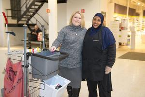 Charlotte Rönnerfjäll och Shukri  Mohamed på Samhall i Nynäshamn.