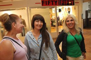 Riktigt roligt hade Naile Demir, Ferzan Sager och Kadriye Bakir på tjejkvällen i Ljusdal.