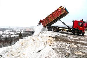 Pär lyfter miljöaspekten kring snötippen i Nacksta.