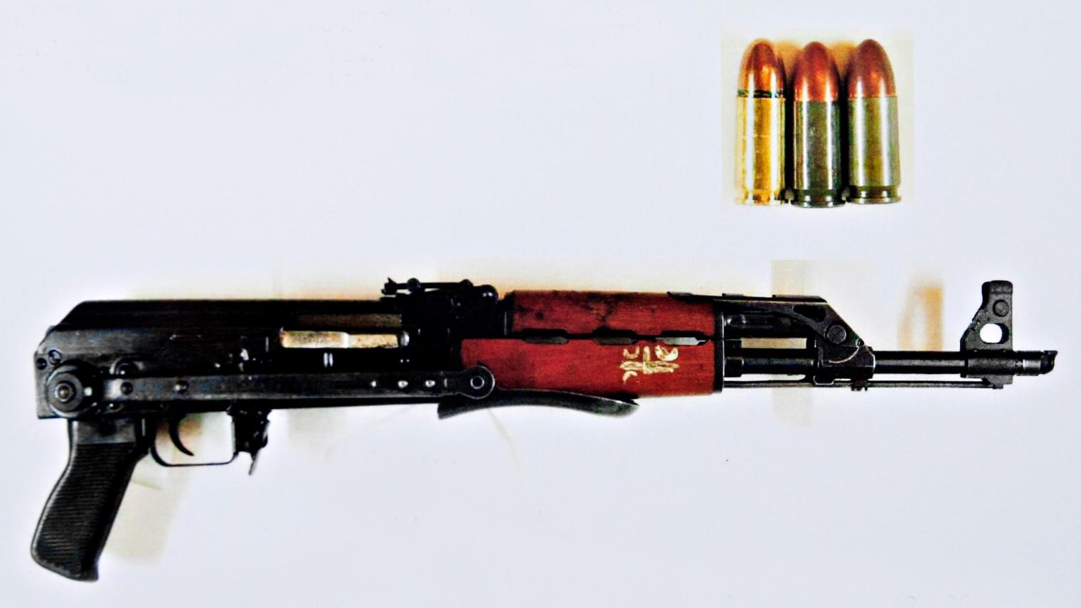 Hotades med automatvapen