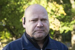 Juha Överkvist blev vittne till olyckan i samband med att han lämnade barn på den närbelägna förskolan. Han anser att trafiksituationen vid olycksplatsen behöver ses över.