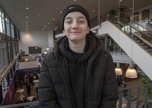 Rasmus Söderström bävar inför sista terminen då nationella prov ska göras och slutbetyg sättas. – Men man har inte mycket val, så det är bara att ta det.