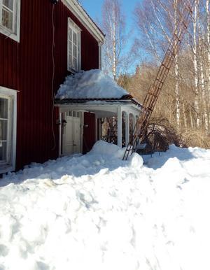 Snöraset hemma hos krönikören. Bild: Anita Jacobson