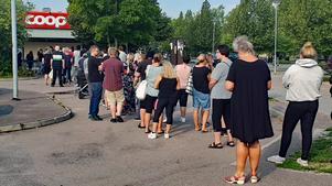 Tidigt på torsdagsmorgonen började kön bildas utanför Coop Extra i Fagersta.