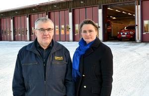Rune Daniels och Annette Riesbeck konstaterar att  första hjälpen-verksamheten inte kan fortsätta – trots att kommunen sköter och bekostar den – utan Landstinget Dalarna som avtalspart.