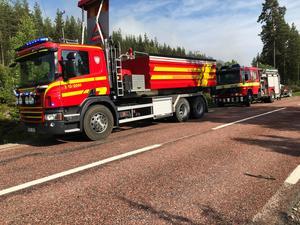 Räddningstjänsten rycker ut vid en tidigare skogsbrand i Ramsjö.