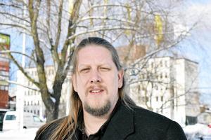 """""""Vänsterpartiet och Socialdemokraterna var idag de modiga kring bordet. Vi sade nej, men förlorade omröstningen"""" skriver Svante Olsson (V), Falun och Patrik Liljeglöd, gruppledare Vänsterpartiet Falun (bilden). Foto: Mats Laggar"""