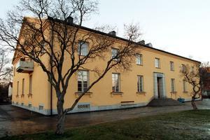 I Sundsvall finns ett par äldre byggnader med ett förflutet som tings- och rättskipningslokaler, som i dag används till annat.  En är i dag Sundsvalls Kulturskola....