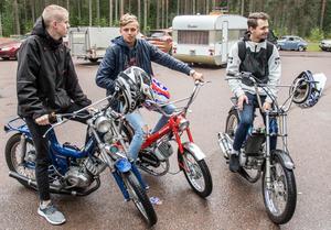 20-21-åringarna ville minnas hur det är att vara 15. Victor Spåls, Victor Eriksson och Micke Johansson.