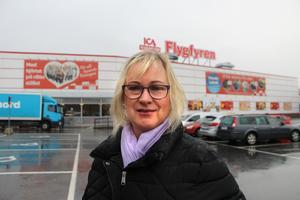 Christina Åkerstedt, 67 år, Norrtälje: –Jag handlar själv oftare på ÖoB än på Sportringen. Men det är ju tråkigt för Knutby Torg att ÖoB försvinner därifrån, jag tror att de behövs mer där egentligen