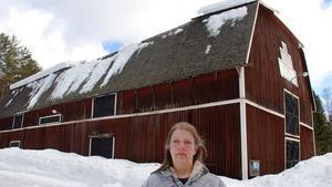 Eva-Carin Åslin, ordförande i Lögdö bruks intresseförening, var chockad efter raset som nu resulterar i att hela logen måste rivas.