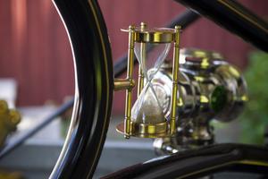 Timglaset är tankmätaren, tre minuters gångtid på en tank.