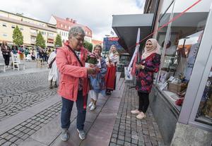 Mari Jonsson var en av åtta ledande kvinnliga politiker som klippte band. Foto: Henrik Hansson