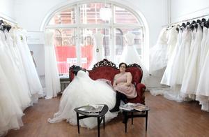 I augusti flyttade hon till nya lokaler på Södra Fiskargatan. Samma adress som Gävles första systembolag.