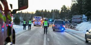 Två personer omkom i samband med en allvarlig olycka på E45 i Jämtland under torsdagen. Två av de inblandade personerna kommer från Dalarna men ingen av dem har omkommit, uppger Radio Dalarna.