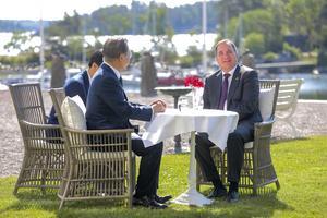 Saltsjöbadsavtalet bör utvecklas, skriver artikelförfattarna. Här statsminister Stefan Löfven (S) som för ett år sedan höll statsbesök där avtalet skrevs.