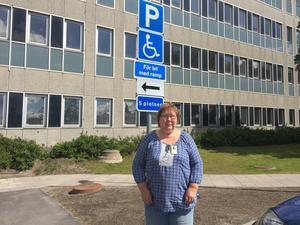"""""""Varför är platserna för ramp alltid tomma och handikapplatserna alltid fyllda vid sjukhuset?"""" undrar Tarja Díaz Kähäri."""