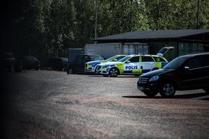 På söndagen genomförde polisen en teknisk undersökning på bilfirman.