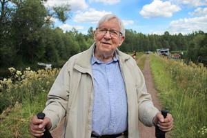 När Bertil Jansson var barn var det liv och rörelse vid klappbryggan nedanför Zorns gammelgård. Längst ut på udden eldade Bertils morfar med lutvatten och längs hela vägen hängde sedan familjer sin tvätt på tork.
