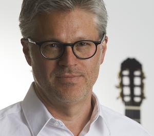 Den klassiske gitarristen Mats Bergström uppträder på Skinnskattebergs herrgård 31 augusti. Foto: Per Erik Adamsson
