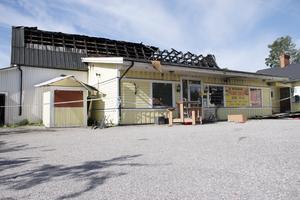 Det är andra gången på kort tid som det brinner i Järbo. Senast i söndags brann pizzerian och i maj brann den gamla kiosken. Många Järbobor vittnar om en oro.