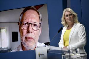 Coronakommissionens ordförande Mats Melin och socialminister Lena Hallengren (S) håller en pressträff  för att presentera coronakommissionens första delredovisning.