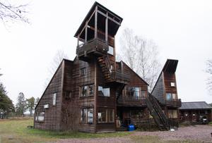 Hus som strävar. Skaparbyns tillskyndare hävdar ofta och gärna att Erskine själv betraktade sitt sista projekt som sitt bästa. Skaparbyn är världsberömd i arkitekturkretsar.