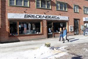 Bredenbergs klädbutik har slagit igen. Orsaken till konkursen uppges vara vikande försäljning.