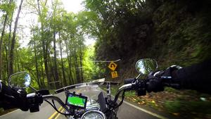 Bild: Privat fotat av Roffe Persson, Ulf Westin och Paul Fogelman. The Tail of The Dragon, 318 kurvor på 18 km, i Smoky Mountains. Startpunkten är vid Deals Gap Motorcycle Resort i North Carolina och slingrar sig genom skogen för att avslutas vid Chilhowee Lake i Tennessee.
