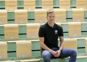 Premiären är över för Fröjereds IF:s herrar i innebandy trean och tränaren Hugo Klahr kan konstatera att det blev 8–8 mot Mullsjö AIS U.