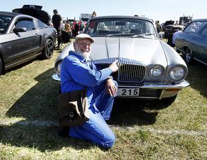 """Bosse """"Bildoktorn"""" tycker att Johan Olofssons Daimler är en av de vackraste bilar som någonsin byggts. Därför fick bilen Bosses hederspris på under helgens Springmeet."""