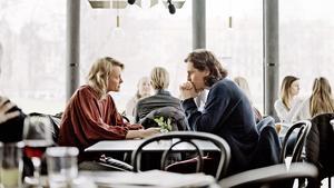 Josephine Bornebusch och Sverrir Gudnason spelar två av rollerna i Älska mig. Pressbild.