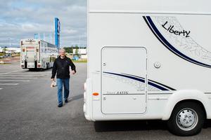 Ställplatser för husbilar och husvagnar saknas i Sundsvall, påpekar Thomas Burman (M), som nu tar upp frågan på fullmäktige. Bild: Evelina Ytterbom