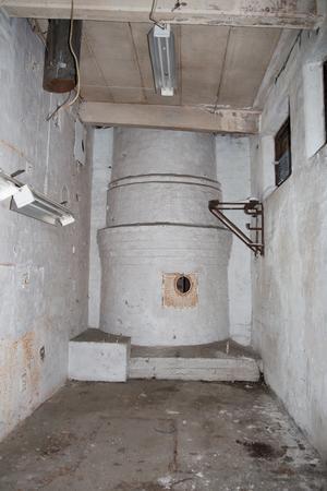 Här syns basen till den höga skorstenen, som gör gjuteriet till ett landmärke.