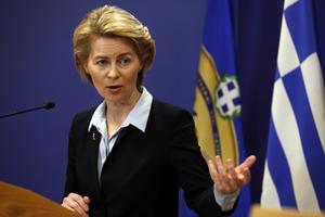 Ursula von der Leyen kommer inte att se på när länder som Ungern och Polen omvandlas till auktoritära stater.
