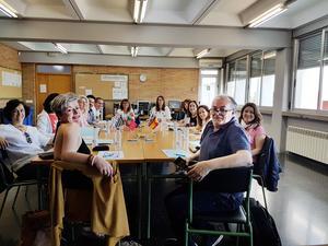 Här planerar lärarna från Kroatien, Grekland, Spanien, Portugal och Sverige upp nästa arbetsområde vlogging/blogging samtidigt som arbetet med fotografering utvärderas. Arbetet genomförs sedan på hemmaplan för att sedan visas upp vid nästa mobilitet i Grekland i oktober.
