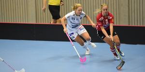 I SSL har Grundström mött många av världens bästa spelare, här är hon i duell med Pixbos lagkapten Ida Sundberg.