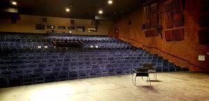 Johnossi uppträder på Estrad i april 2020.