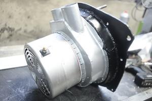 120-voltsmotorn har fått nya fästen och kanaler för luft som blir till värme i kupén.
