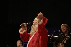 Nu är det dags för årets julfest. Förra året blev en fullsatt dundersuccé, innanför  tomteskägget döljer sig Per Fritzell, och bakom Martin Almgren.