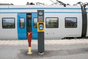 SL-stolparna finns redan på plats. Här vid Nynäshamns station.