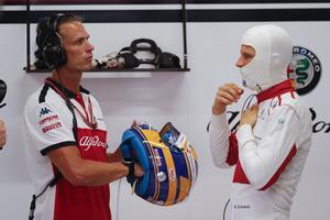 Marcus Ericsson förbereder sig inför Singapores GP tillsammans med sin personlige tränare Alex Elgh. Foto: Vincent Thian/TT