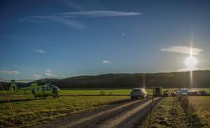 Ambulanshelikopter på plats efter olyckan. Foto: Niklas Hagman
