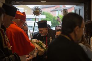 Patriark Ignatius Youssef III Younan anländer till S:t Assia-kyrkan.