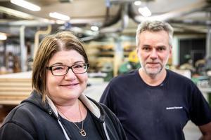 Terese och Tommy Zetterman driver företaget Krokoms Träindustri, ett företag som är beroende av hantverkskunniga finsnickare. Något de har haft jättesvårt att finna då få utbildas och få är intresserade av att flytta till trakten.
