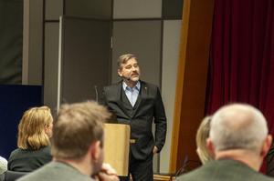 Fredrik Pahlberg presenterade sig för politikerna på kommunfullmäktiges möte i december.