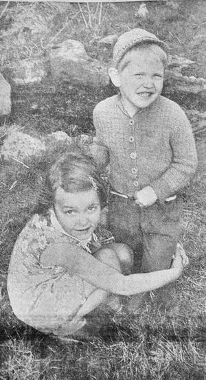 """Vilken tur att du var med och drog upp mig, sa fyraåriga Stefan Yngvesson """"och tog till sitt gulligaste smil mot duktiga lekkamraten Susanne Rehn"""" enligt reportern."""
