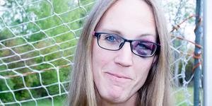 """Amanda Karlkvist, 37, Västerås, fick en ordentlig blåtira under en fotbollsmatch: """"Det var en ordentlig smäll, haha. Vi tittade båda på bollen och nickade ihop"""", säger hon."""